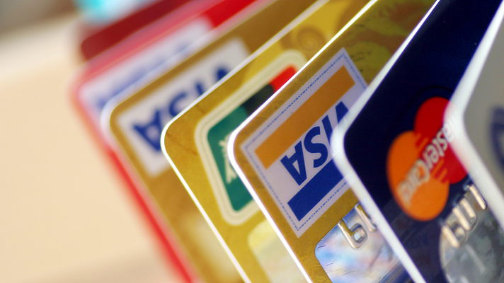 Украинцы массово закрывают платежные банковские карты – НБУ Поштівка