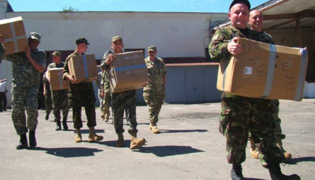 Брати з Нью-Йорка передали українським бійцям допомоги на 2 мільйони Поштівка