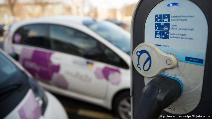 Уряд Німеччини і автоконцерни домовилися про премії покупцям електромобілів Поштівка