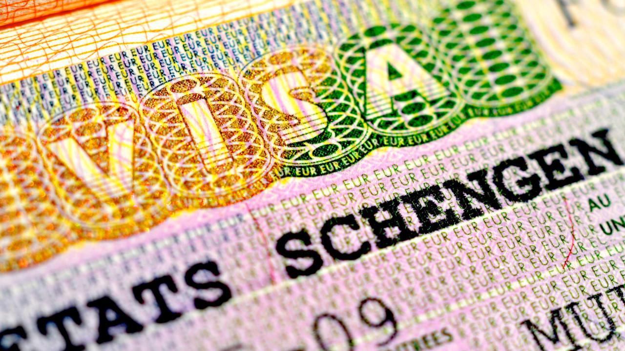 Еврокомиссия официально предложила отменить визы для украинцев Поштівка