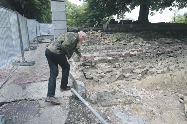 Фундамент. В кам'яному палаці бував князь Володимир