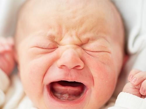 Дитячий плач впливає на мозок дорослих Поштівка