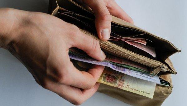 Українці назвали зарплату, необхідну для гідного життя Поштівка