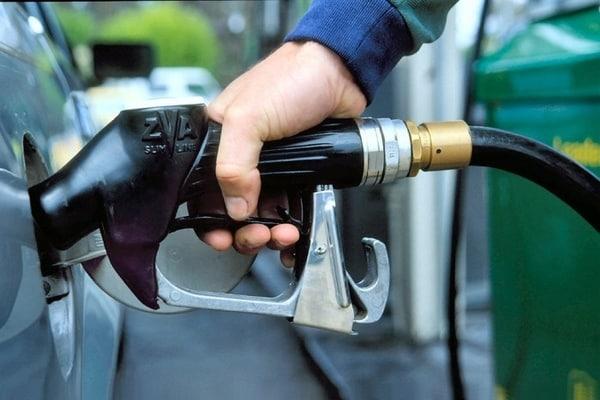 В Україні стрімко подорожчає бензин Поштівка