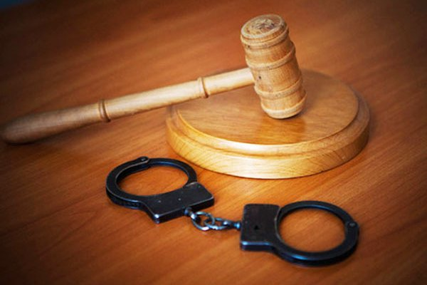 На Хмельниччині судитимуть злодія, який колов жінок у сідниці Поштівка