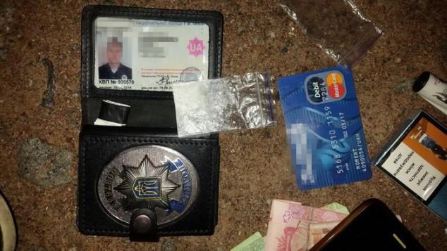 У Києві затримали «копів», які займалися наркобізнесом Поштівка
