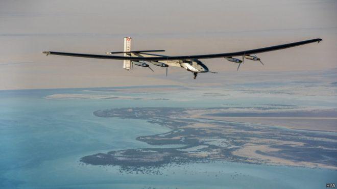 Літак на сонячних батареях облетів Землю Поштівка