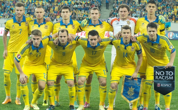 Україна втратила 11 позицій у рейтингу ФІФА Поштівка