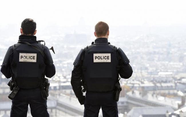У Франції продовжили надзвичайний стан на півроку Поштівка