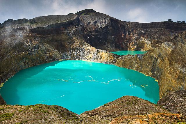 Перше земне життя зародилося у вулканічних озерах, - учені Поштівка