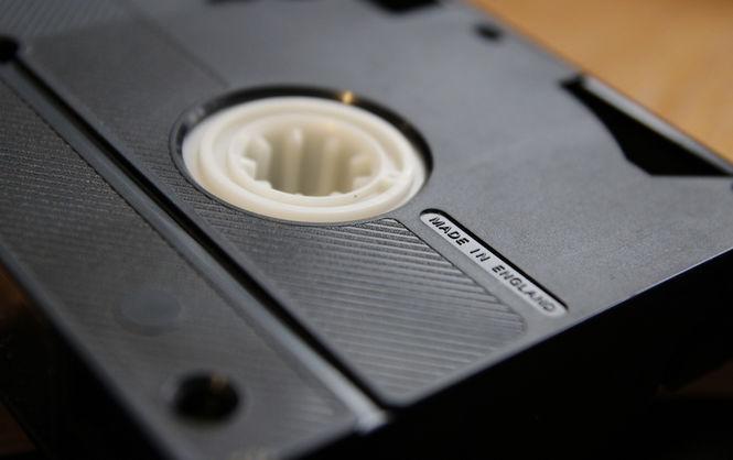 Японці випустили останній касетний відеомагнітофон стандарту VHS Поштівка