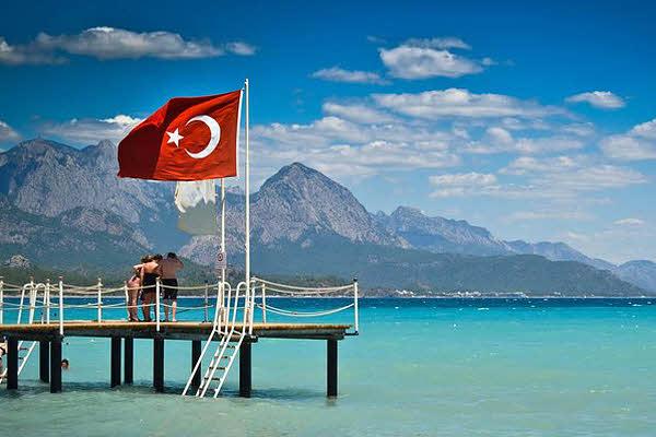 Українці почали частіше їздити у Туреччину на відпочинок Поштівка