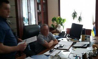 В. о. ректора НАУ затримали на хабарі у 170 тис. євро Поштівка
