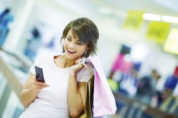 Жінки частіше за чоловіків мають залежність від смартфонів Поштівка