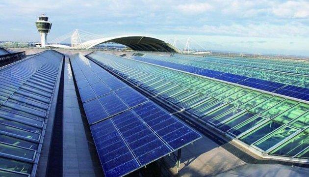 В аеропорту Тбілісі встановлені сонячні батареї Поштівка