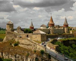 У Кам'янці-Подільському відтворять 16 замків Поштівка