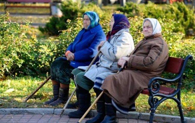 Уряд обіцяє підвищити пенсії восени Поштівка