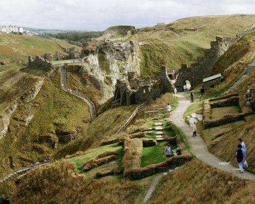 Археологи знайшли руїни замку Короля Артура в Тінтагель Поштівка
