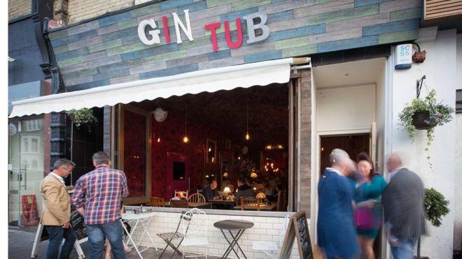 Британський ресторатор бореться з інтернет-залежністю відвідувачів за допомогою глушилок Поштівка image 1