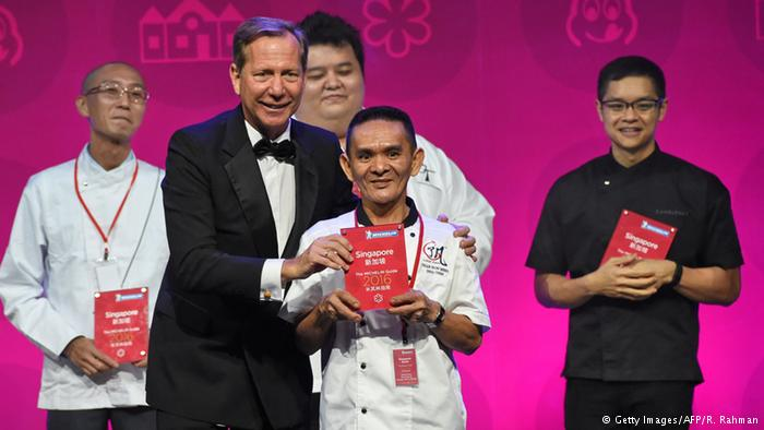 Singapore street food stalls awarded Michelin stars