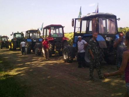 Російські фермери вирушили тракторним маршем на Москву Поштівка