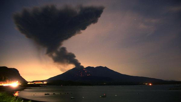 Вчені попередили про руйнівне виверження вулкана в Японії Поштівка