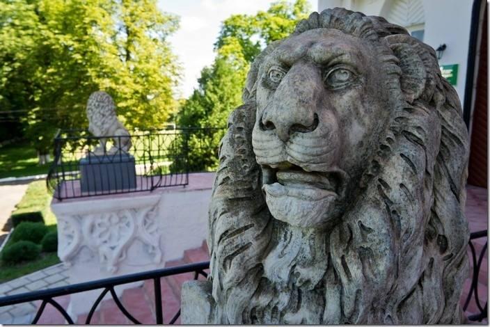 Лев Палац Вітославських в Чернятині