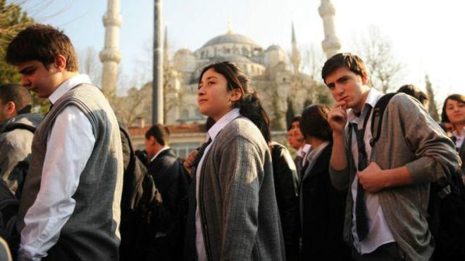 У Туреччині від роботи відсторонили 11 тисяч вчителів Поштівка