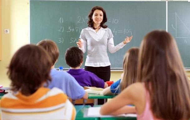 Гриневич: Зарплата вчителів підвищиться на третину Поштівка