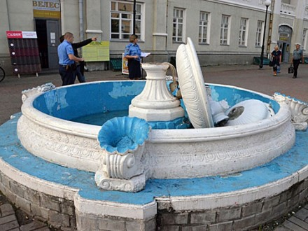 Житель Сумщини зруйнував фонтан при спробі зробити селфі Поштівка