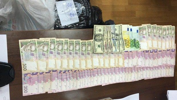 Керівництво хмельницької поліції спіймали на розкраданні службового бензину Поштівка