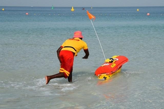 На дубайських пляжах рятуватимуть роботи Поштівка