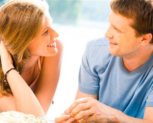 Дослідники вивчили вплив зорового контакту у відносинах Поштівка