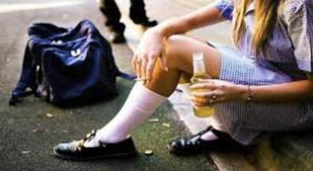 ЮНІСЕФ: Українські підлітки стали менше курити і пити Поштівка