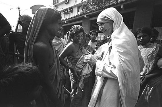 Папа Римський проголосив матір Терезу святою Поштівка