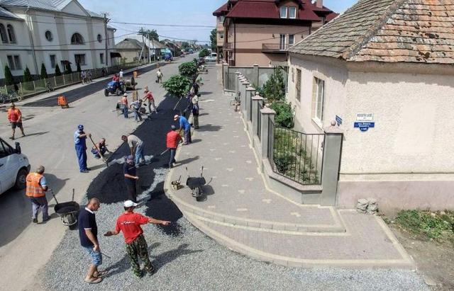 Закарпатці власноруч відремонтували дороги у своєму селі Поштівка image 1