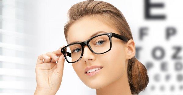Доведено: Люди, які носять окуляри, дійсно розумніші за інших Поштівка