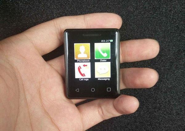Представлено найменший сенсорний телефон Поштівка