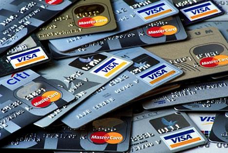 Понад півсотні онлайн-магазинів в Україні «здають» дані платіжних карт Поштівка