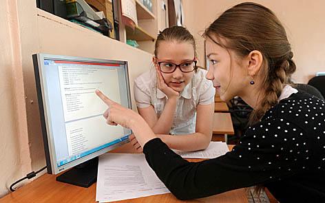 Комп'ютер викривлює спину у дітей Поштівка