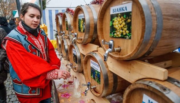 Дрібні винороби відсьогодні не повинні сплачувати щорічний внесок Поштівка