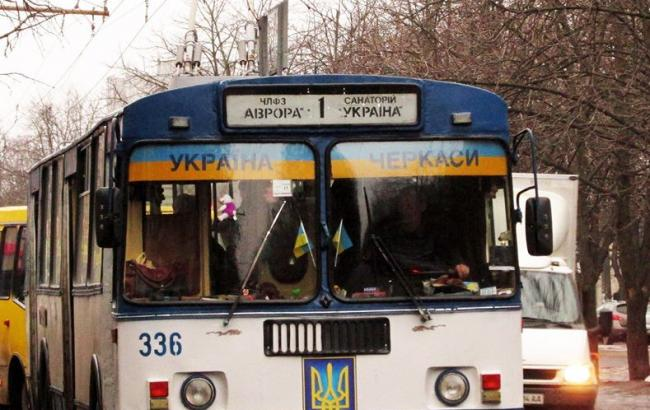 У Черкасах заборонили тролейбуси з патріотичною символікою Поштівка