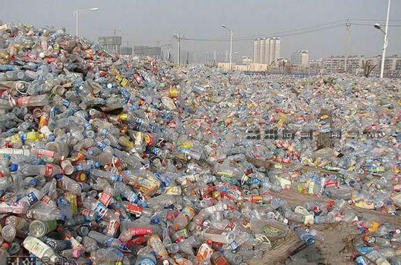 Перероблений пластик стане довговічними меблями Поштівка