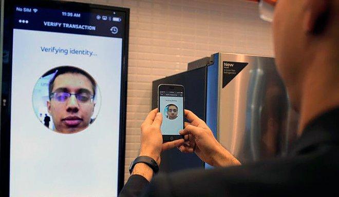 Mastercard запускає в Європі сервіс оплати за допомогою селфі Поштівка