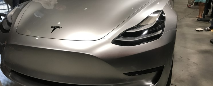 Представлено срібну Tesla Model 3 Поштівка image 2
