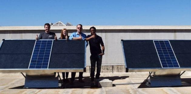 Сонячні панелі виробляють питну воду з повітря Поштівка