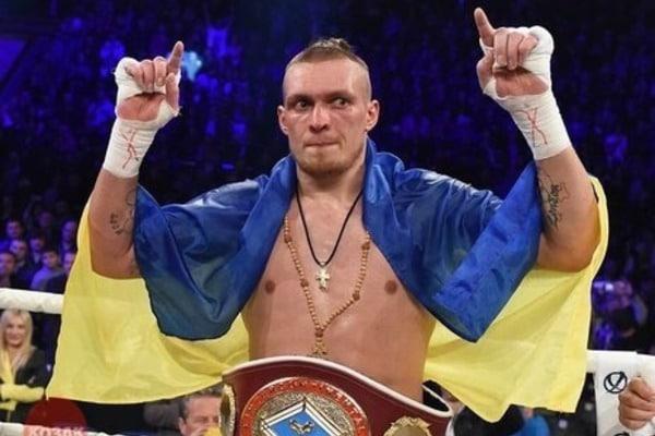 Олександр Усик забирає родину з Криму Поштівка