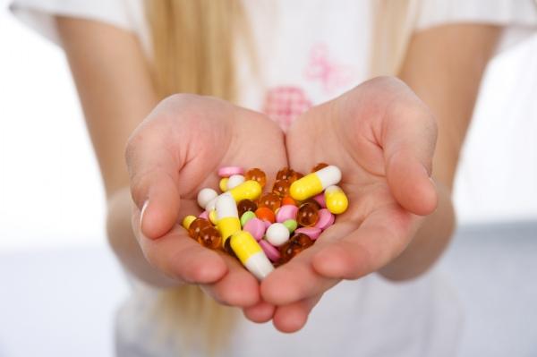 Стійкість інфекцій до антибіотиків стрімко зростає – звіт Поштівка