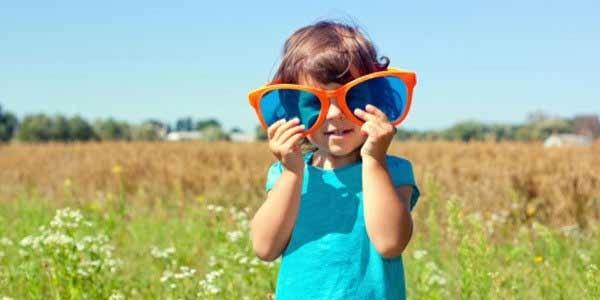 Як вибирати сонцезахисні окуляри для дитини Поштівка