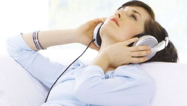 Музику порівняли з гіпнозом Поштівка